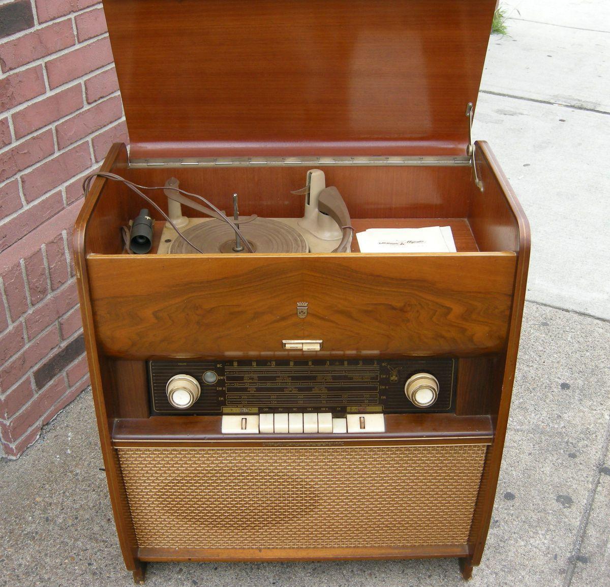 Vintage Grundig Majestic 7000 Stereo Console Phonograph Tube Radio w