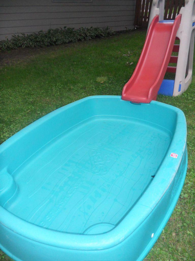 step 2 big splash center pool with large slide pick up il