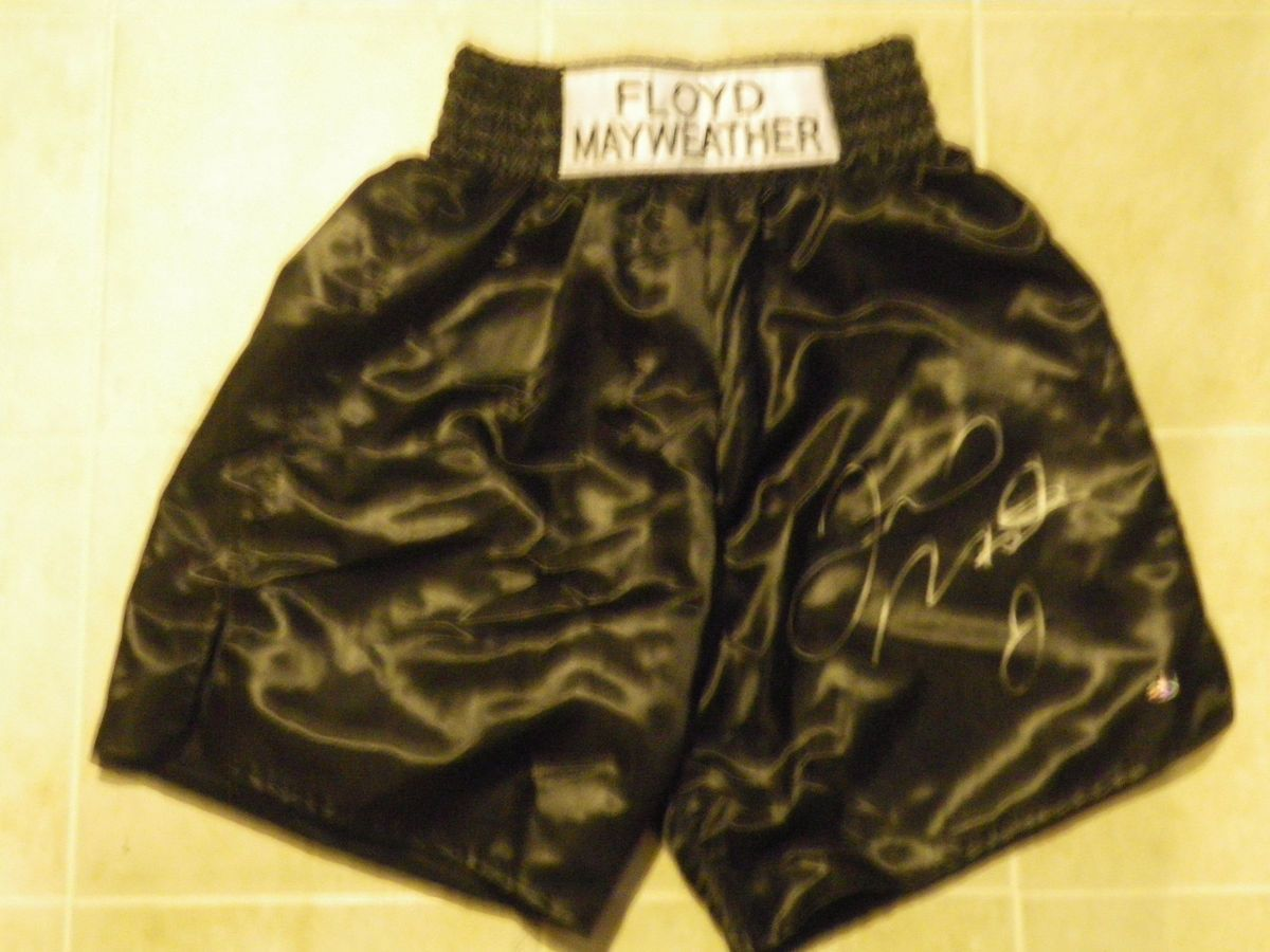 Floyd MAYWEATHER Jr Auto Signed Black Boxing Trunks