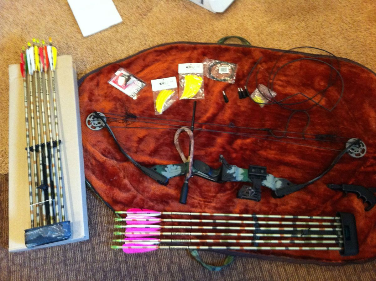 PSE Thunder Flite Express Bow Game Sport Series Includes Arrows