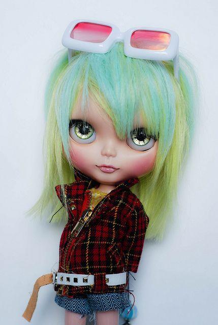 Poohie custom Blythe doll Hayley rerooted with 2 tone saran