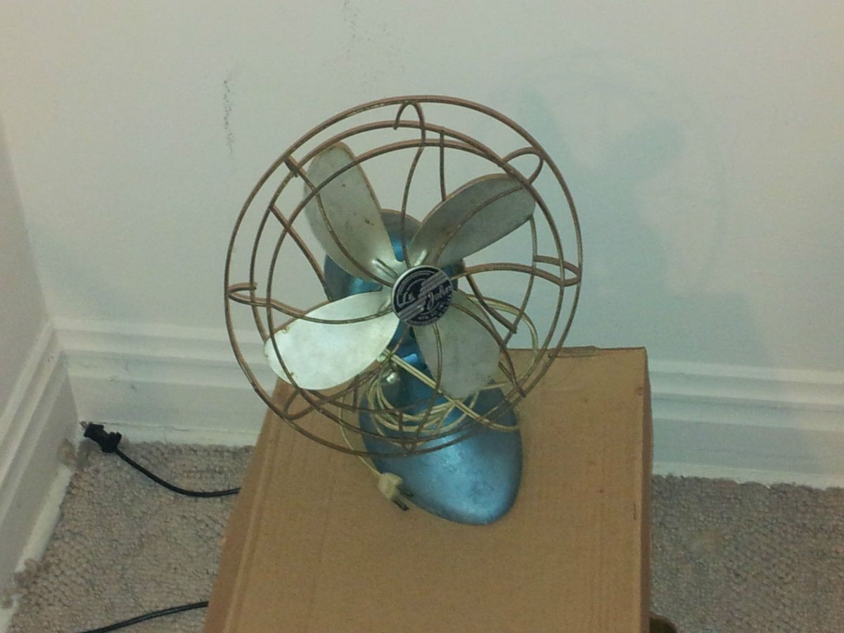 Le John Vintage and Antique Desk Fan with 10 blades Industrial Art Deco